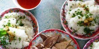Bánh hỏi thịt heo quay thì kiếm ở Sài Gòn đâu cũng có, nhưng bánh hỏi lòng heo, nhất định phải đến Phú Long, Bình Thuận mới được