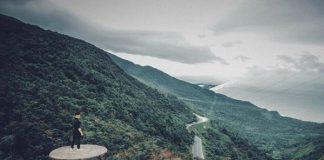 ảm giác chinh phục được con đèo hiểm trở bậc nhất Việt Nam sẽ hòa cùng sự phấn khích khi mây về, tạo nên kỉ niệm khó quên nhất đời cho bất cứ một phượt thủ nào.