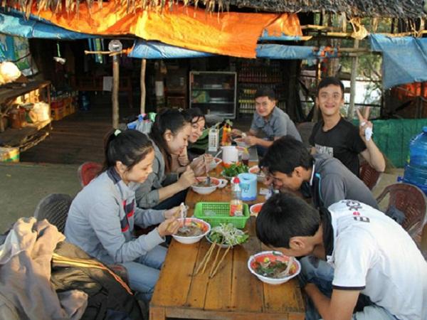 Tìm quán bình dân, giá cả hợp lý để ăn uống trong chuyến đi phượt