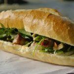 Món ăn được khách nước ngoài nhắc tới nhiều nhất khi nói về ẩm thực Việt Nam có lẽ là bánh mỳ