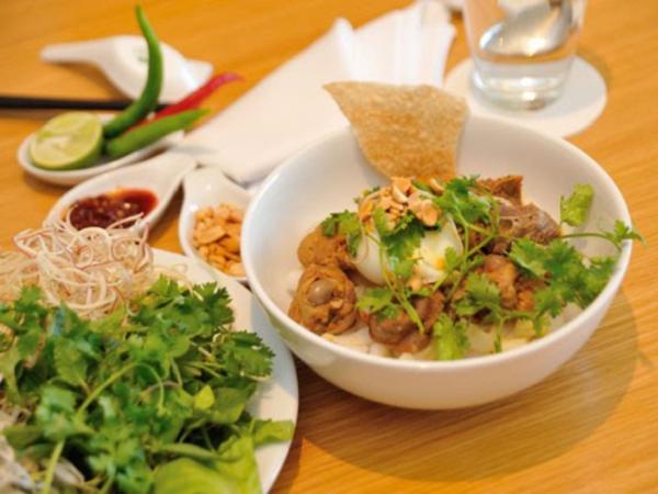 Mì Quảng là món ngon Đà Nẵng nổi tiếng