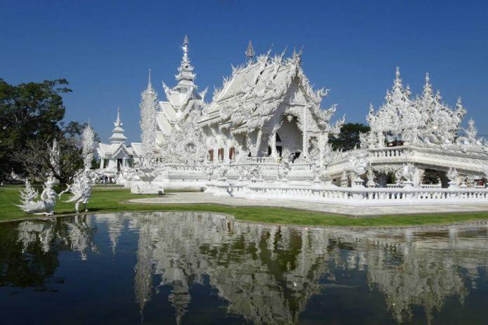 Chùa Wat Rong Khun hay còn gọi là chùa Trắng