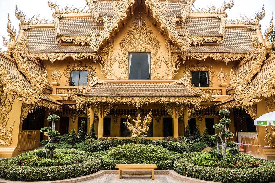 Chùa Trắng kết hợp giữa kiến trúc cổ và phong cách siêu thực