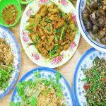 Đến chợ bà Hoa thưởng thức 3 món miền Trung giữa lòng Sài Gòn