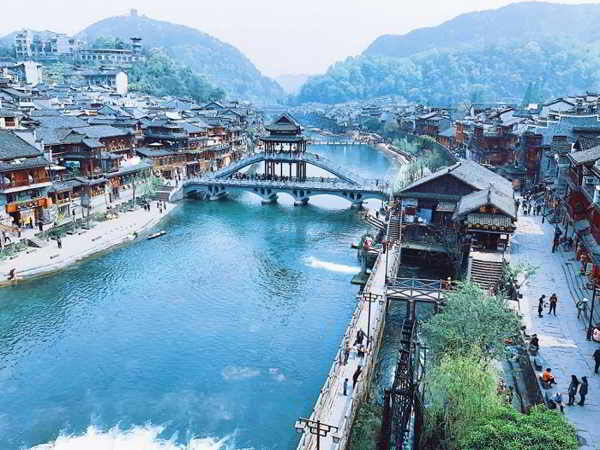 Ngắm nhìn vẻ đẹp cổ kính của hai thị trấn cổ đẹp nhất Trung Quốc