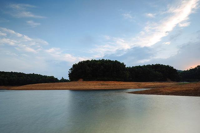 Những đảo nổi xuất hiện ở hồ Phú Ninh mùa nước cạn