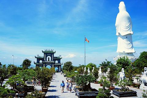 Cảnh đẹp tại chùa Linh Ứng