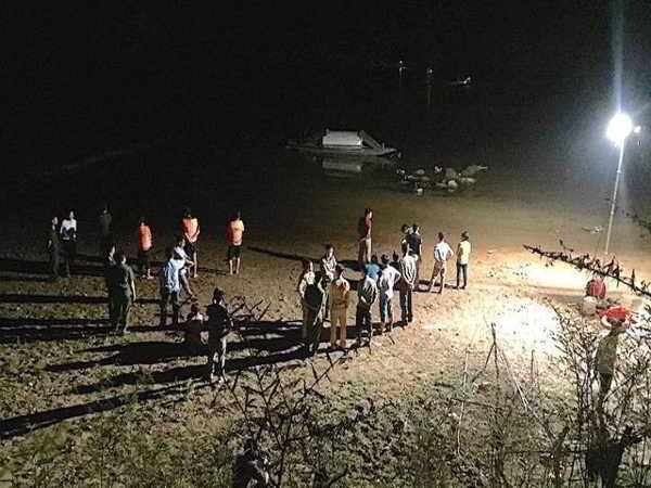 Tìm thấy thi thể của 3 em học sinh đuối nước trên sông Hiếu