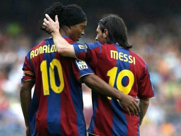 Tin bóng đá quốc tế 2/3: Ronaldinho được Barca tôn vinh