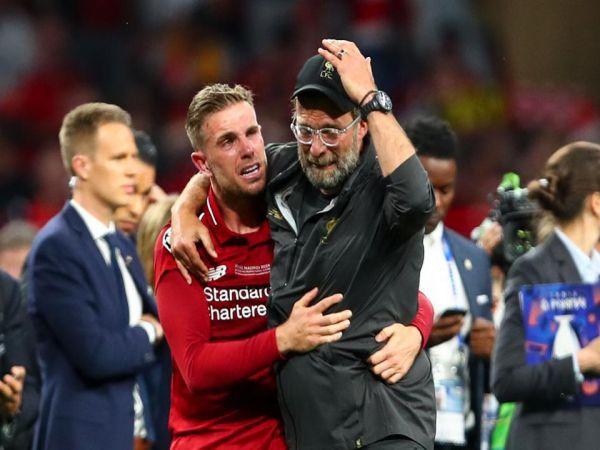 Đội trưởng Liverpool Henderson nói xấu Klopp